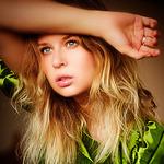 ������� Lisa_Brook