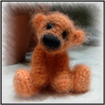Это любимая игрушка Арины.  Этого маленького мишку зовут Петя.  Арина обожает его,спит с ним,играет.Его ей мы...